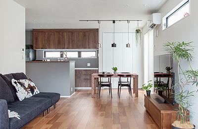 豊富な収納ですっきり暮らすオーソドックスモダンスタイルの家