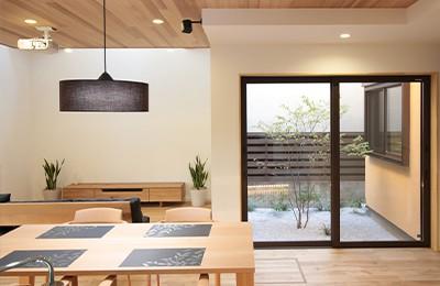 建築家とのコラボレーションで実現 オープンガレージと中庭のあるゆとりを愉しむ家